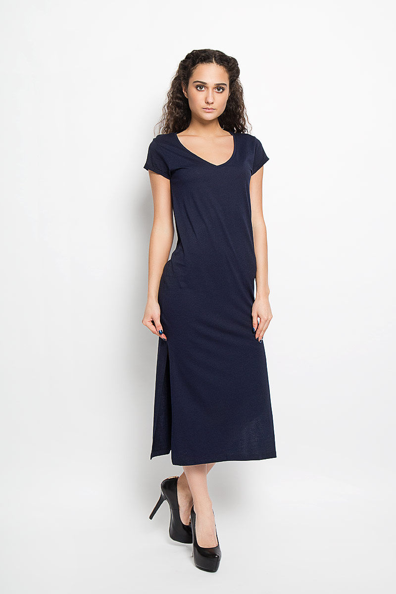 Платье Broadway, цвет: темно-синий. 10156206_541. Размер L (48)10156206_541Модное платье Broadway поможет создать стильный образ. Платье выполнено из хлопка и вискозы, очень мягкое, приятное к телу, не сковывает движения и хорошо пропускает воздух. Модель с V-образным вырезом горловины и короткими рукавами дополнена по бокам двумя эффектными разрезами. На рукавах предусмотрены декоративные отвороты.Лаконичный дизайн и совершенство стиля подчеркнут вашу индивидуальность.