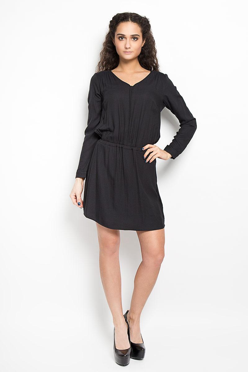 Платье Broadway, цвет: черный. 10156070_999. Размер XS (42)10156070_999Стильное платье Broadway поможет создать оригинальный женственный образ. Платье выполнено из полиэстера с добавлением вискозы, очень мягкое, приятное к телу, не сковывает движения и хорошо вентилируется. Модель с V-образным вырезом горловины и длинными рукавами дополнено спереди двумя прорезными карманами. Манжеты рукавов имеют застежки-пуговицы. По линии талии платье присборено на мягкую эластичную резинку, образующую складки.Лаконичный дизайн и совершенство стиля подчеркнут вашу индивидуальность.