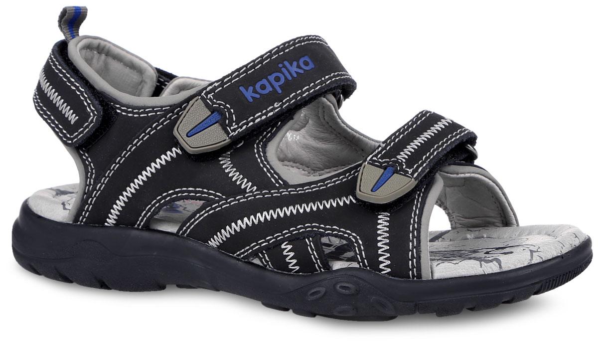 Сандалии для мальчика Kapika, цвет: черный. 33157-1. Размер 3733157-1Модные сандалии от Kapika придутся по душе вашему мальчику! Модель, изготовленная из натуральной кожи, оформлена контрастной прострочкой, на верхнем ремешке - тиснением в виде названия бренда. Ярлычок на заднике предназначен для удобства обувания. Ремешки с застежками-липучками прочно закрепят обувь на ножке и отрегулируют нужный объем. Внутренняя поверхность и стелька из натуральной кожи комфортны при движении. Стелька дополнена супинатором, который обеспечивает правильное положение ноги ребенка при ходьбе. Подошва с рифлением обеспечивает отличное сцепление с поверхностью. Технология Shock Absorber позволяет снизить давление и ударные нагрузки на стопу при ходьбе. Практичные и стильные сандалии займут достойное место в гардеробе вашего мальчика.