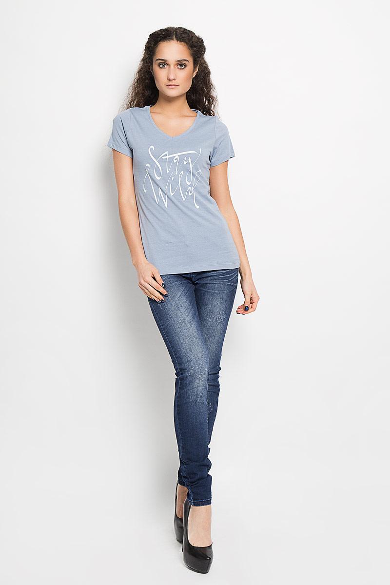 Футболка женская Broadway Betty, цвет: серо-голубой. 10156217 51A. Размер M (46)10156217 51AСтильная женская футболка Broadway Betty, выполненная из натурального хлопка, обладает высокой воздухопроницаемостью и гигроскопичностью, позволяет коже дышать.Модель с короткими рукавами и V-образным вырезом горловины оформлена принтовыми надписями.Эта футболка подарит вам удобство и комфорт и выгодно дополнит ваш гардероб.