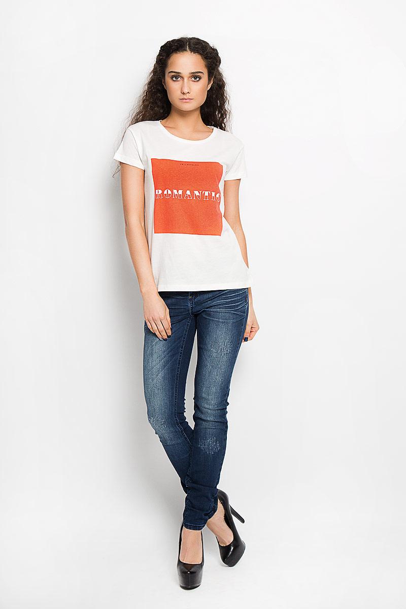 Футболка женская Broadway Charlize, цвет: белый, оранжевый. 10156201 01B. Размер XS (42)10156201 01BСтильная женская футболка Broadway Charlize, выполненная из высококачественного хлопка, обладает высокой воздухопроницаемостью и гигроскопичностью, позволяет коже дышать. Модель с короткими рукавами и круглым вырезом горловины спереди оформлена квадратной термоаппликацией с надписью Im a Hopeless Romantic.Эта футболка - идеальный вариант для создания эффектного образа.