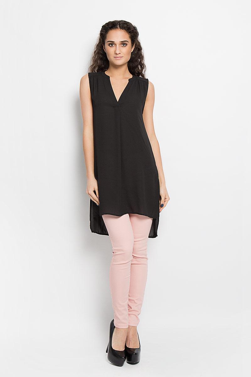 Блузка женская Broadway Bashia, цвет: черный. 10156076 999. Размер L (48)10156076 999Стильная женская блуза Broadway, выполненная из струящегося легкого материала, подчеркнет ваш уникальный стиль и поможет создать оригинальный женственный образ.Модная удлиненная блузка с V-образным вырезом горловины дополнена разрезами по бокам. Перед и спинка изделия отличаются по своей длине. Линия плеча и верхняя часть спинки декорированы мелкими складками.Легкая блуза идеально подойдет для жарких летних дней. Такая блузка будет дарить вам комфорт в течение всего дня и послужит замечательным дополнением к вашему гардеробу.
