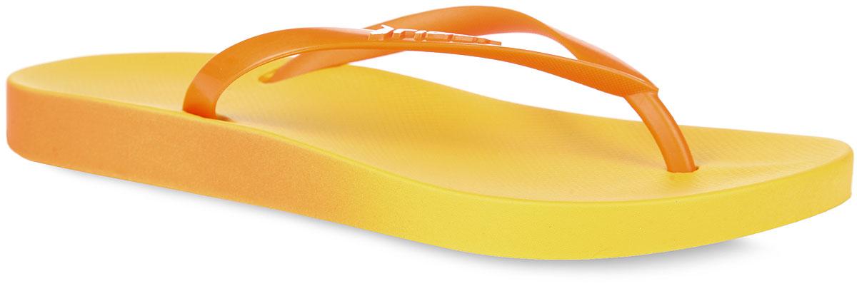 Сланцы женские Rider Rio Fem, цвет: желтый, оранжевый. 81655-21529. Размер BRA 36 (37)81655-21529Женские сланцы Rio Fem от Rider не оставят вас равнодушной! Модель изготовлена из поливинилхлорида. Эргономичная перемычка между пальцами отвечает за прочную фиксацию модели на стопе. Рельефная поверхность верхней части подошвы обеспечивает максимальный комфорт и отличную амортизацию. Основание подошвы дополнено рифлением.