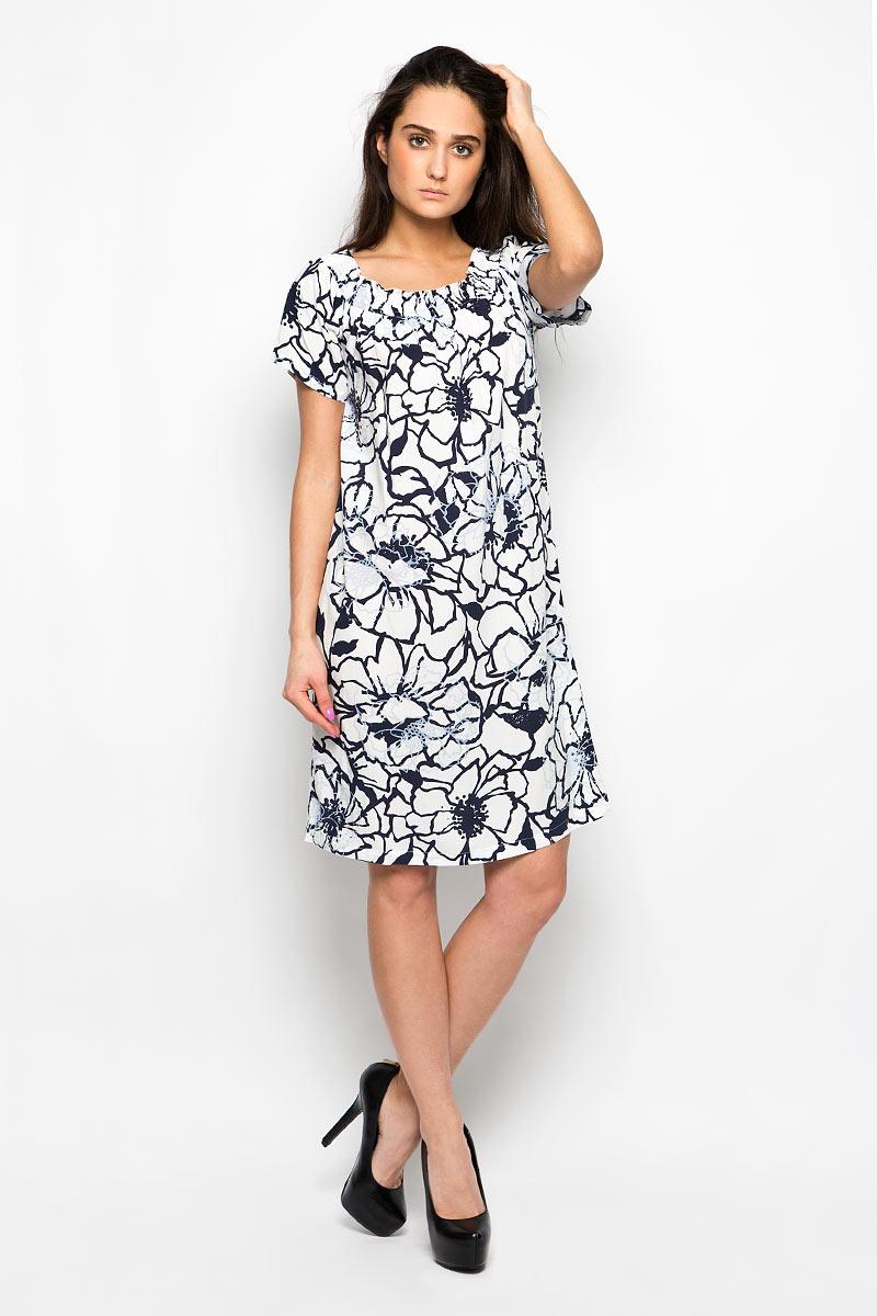 Платье Baon, цвет: белый, темно-синий, серо-голубой. B456087. Размер XS (42)B456087Платье Baon станет ярким и стильным дополнением к вашему гардеробу. Изделие выполнено из мягкой вискозы, приятное к телу, не сковывает движения и хорошо вентилируется.Модель свободного силуэта с короткими рукавами-реглан имеет эластичный вырез горловины, который позволяет импровизировать с вариантами ношения. Это может быть вырез Анжелика с открытыми плечами или круглый вырез горловины. Изделие оформлено крупным цветочным принтом.Это эффектное платье поможет создать привлекательный женственный образ.