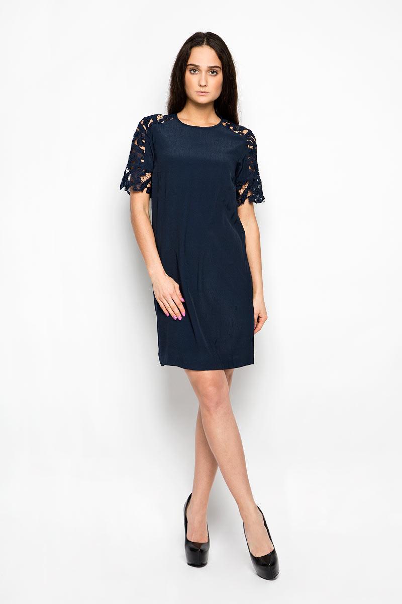 Платье Baon, цвет: темно-синий. B456027. Размер L (48)B456027Красивое платье Baon поможет создать привлекательный женственный образ. Изделие выполнено из мягкой вискозы, приятное к телу, не сковывает движения и хорошо вентилируется. Тонкая и легкая подкладка платья изготовлена из полиэстера. Модель с круглым вырезом горловины и короткими рукавами-реглан застегивается сзади на небольшую металлическую молнию. Рукава декорированы кружевными вставками. Это эффектное платье займет достойное место в вашем гардеробе!