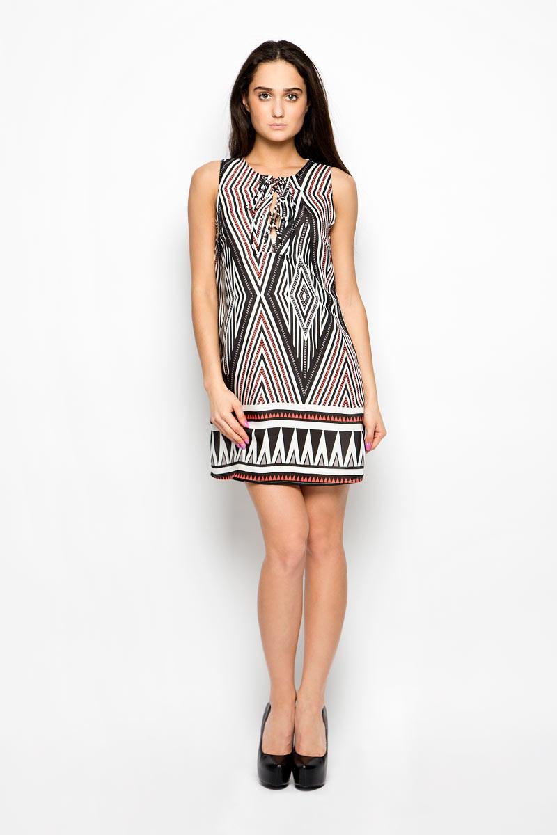 Платье Glamorous, цвет: белый, черный, коралловый. CK2880A. Размер S (44)CK2880A_Black Coral Zig ZagПлатье Glamorous поможет создать яркий и стильный образ. Изготовленное из тонкой полупрозрачной ткани оно легкое, приятное на ощупь, хорошо вентилируется. Подкладка выполнена из полиэстера.Модель с круглым вырезом горловины дополнена спереди шнуровкой. Изделие оформлено контрастным геометрическим принтом. Такое платье займет достойное место в вашем гардеробе, а также подарит вам комфорт в течение всего дня.