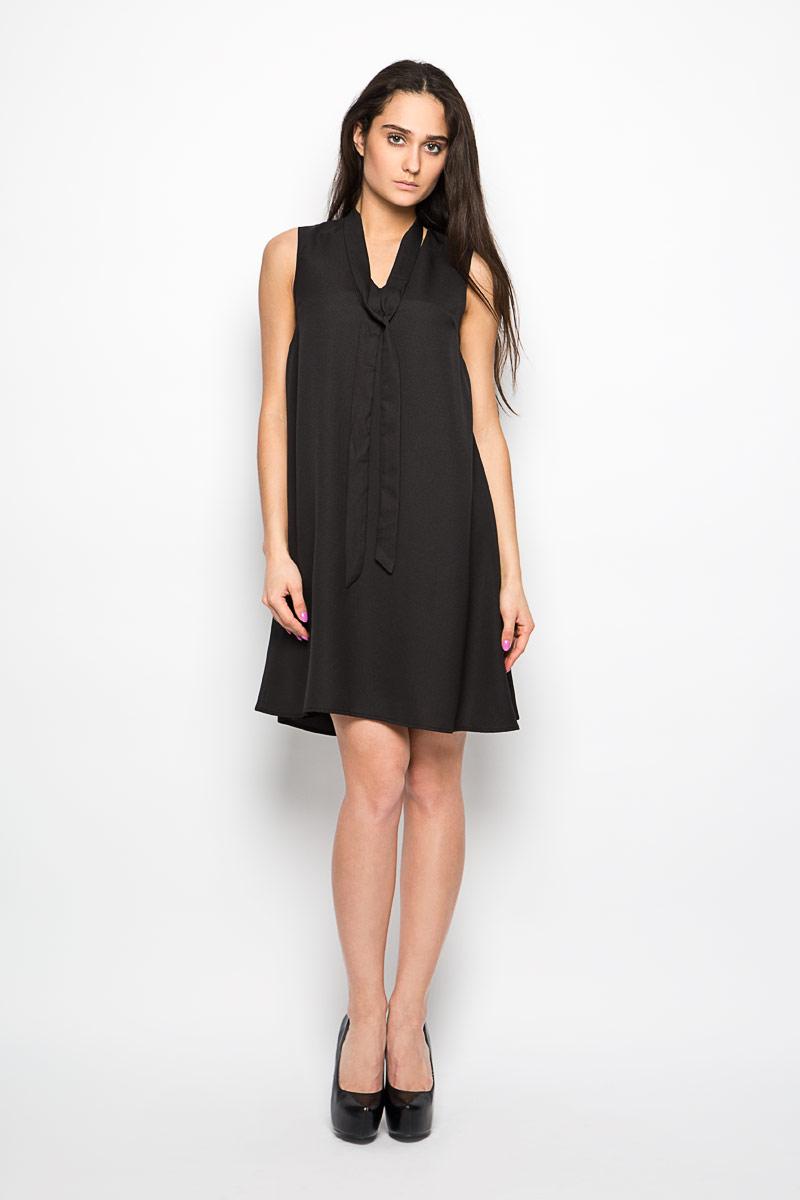 Платье Glamorous, цвет: черный. AC0261. Размер S (44)AC0261_BLACKЭлегантное и невероятно практичное платье Glamorous, выполненное из полиэстера, преподносит все достоинства женской фигуры в наиболее выгодном свете. Изделие трапециевидного кроя с V-образным вырезом горловины, приятное к телу, не сковывает движения и хорошо вентилируется. Горловина дополнена декоративным галстуком, который при желании можно снять. Благодаря свойствам используемого материала изделие практически не сминается. Это эффектное платье займет достойное место в вашем гардеробе!