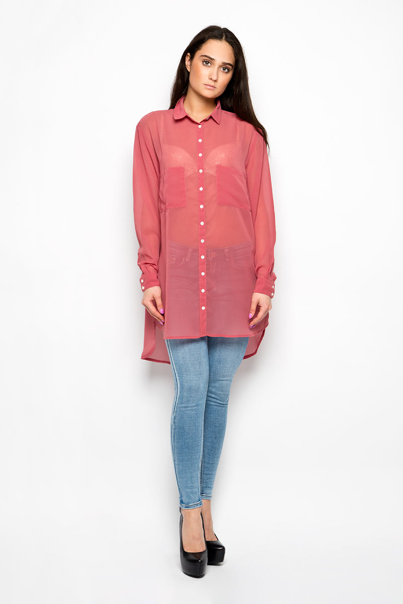 Блузка женская Glamorous, цвет: брусничный. KA4813. Размер S (44)KA4813_Dusty PinkЖенская блузка Glamorous, выполненная из полиэстера, прекрасно дополнит ваш образ. Материал изделия полупрозрачный, очень легкий, приятный на ощупь, не сковывает движения и хорошо вентилируется.Блузка с отложным воротником и длинными рукавами спереди застегивается на пуговицы по всей длине. Манжеты также имеют застежки-пуговицы. На груди изделие дополнено двумя накладными карманами. Спинка модели удлинена. Такая блузка будет дарить вам комфорт в течение всего дня и станет стильным дополнением к вашему гардеробу.