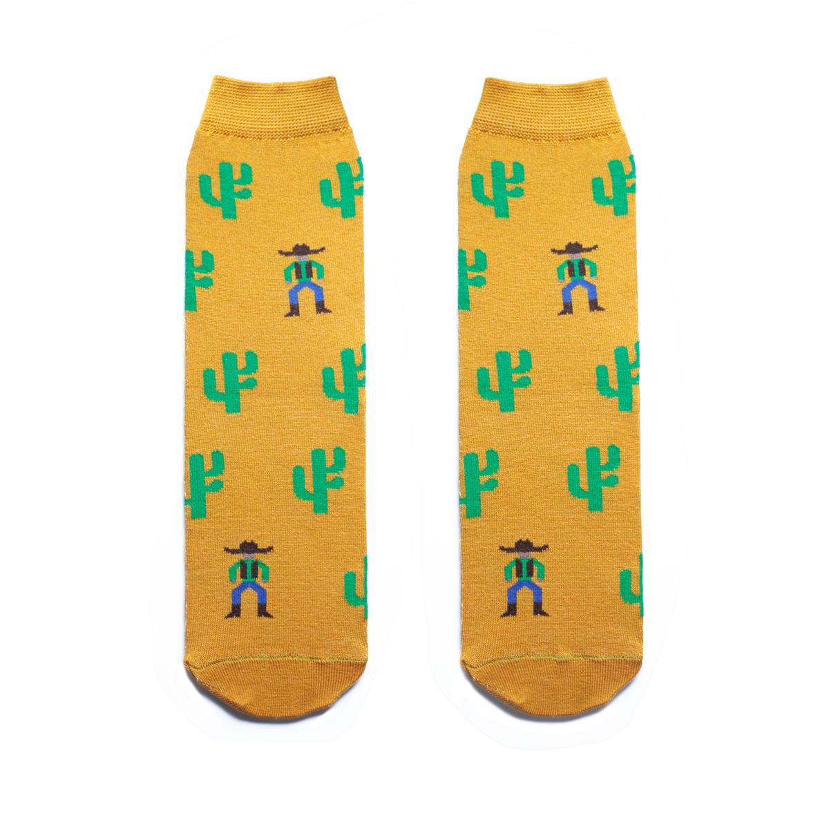 Носки мужские Big Bang Socks, цвет: горчичный, зеленый. s2131. Размер 40/44s2131Мужские носки Big Bang Socks изготовлены из высококачественного хлопка с добавлением полиамидных и эластановых волокон, которые обеспечивают великолепную посадку. Носки отличаются ярким стильным дизайном, они оформлены изображением кактусов и ковбоев. Удобная широкая резинка идеально облегает ногу и не пережимает сосуды, усиленные пятка и мысок повышают износоустойчивость носка, а удлиненный паголенок придает более эстетичный вид. Дизайнерские носки Big Bang Socks - яркая деталь в вашем образе и оригинальный подарок для друзей и близких.