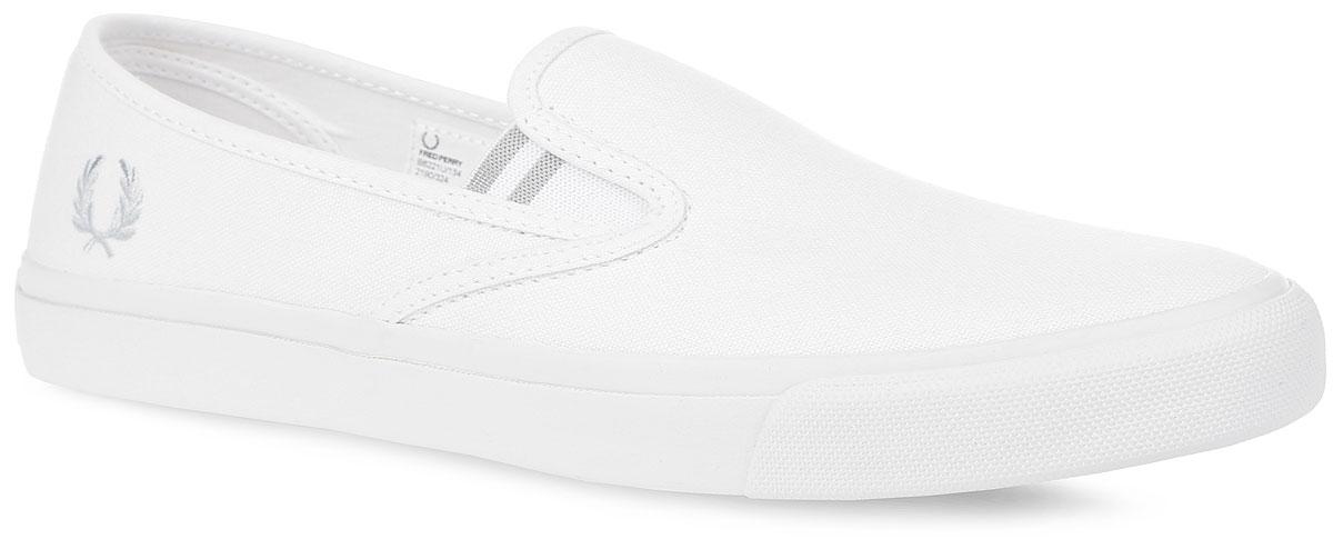 Слипоны мужские Fred Perry Turner Slip On Canvas, цвет: белый. B6221U-134. Размер 6 (38)B6221U-134Трендовые мужские слипоны Fred Perry Turner Slip On Canvas покорят вас с первого взгляда! Модель выполнена из плотного текстиля. Подъем оформлен двумя эластичными вставками, одна из боковых сторон - вышивкой в виде логотипа бренда, задняя часть обуви - символикой бренда. Текстильная подкладка и стелька из ЭВА материала с текстильным верхним покрытием обеспечат комфорт и предотвратят натирание. Прочная резиновая подошва с рельефным рисунком обеспечивает сцепление с любой поверхностью. Такие слипоны займут достойное место среди коллекции вашей обуви.