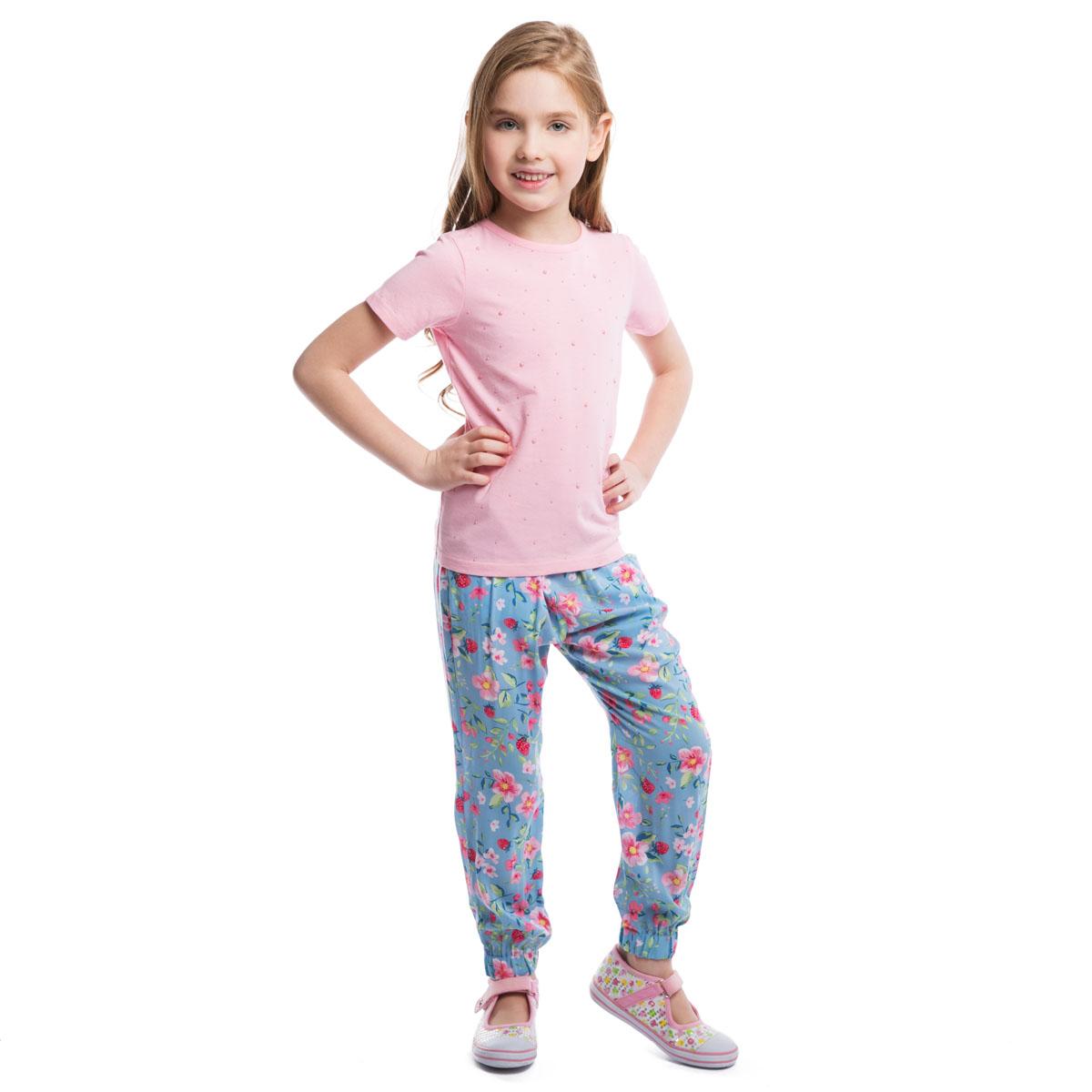 Футболка для девочки PlayToday, цвет: розовый. 262009. Размер 104, 4 года262009Стильная футболка для девочки PlayToday идеально подойдет вашей дочурке. Изготовленная из эластичного хлопка, она мягкая и приятная на ощупь, не сковывает движения и позволяет коже дышать, не раздражает даже самую нежную и чувствительную кожу ребенка, обеспечивая наибольший комфорт. Футболка с короткими рукавами и круглым вырезом горловины оформлена спереди приклеенными круглыми элементами разного диаметра, выполненными из пластика. Горловина дополнена мягкой эластичной бейкой. Современный дизайн и модная расцветка делают эту футболку стильным предметом детского гардероба. В ней ваша дочурка будет чувствовать себя уютно и комфортно и всегда будет в центре внимания!