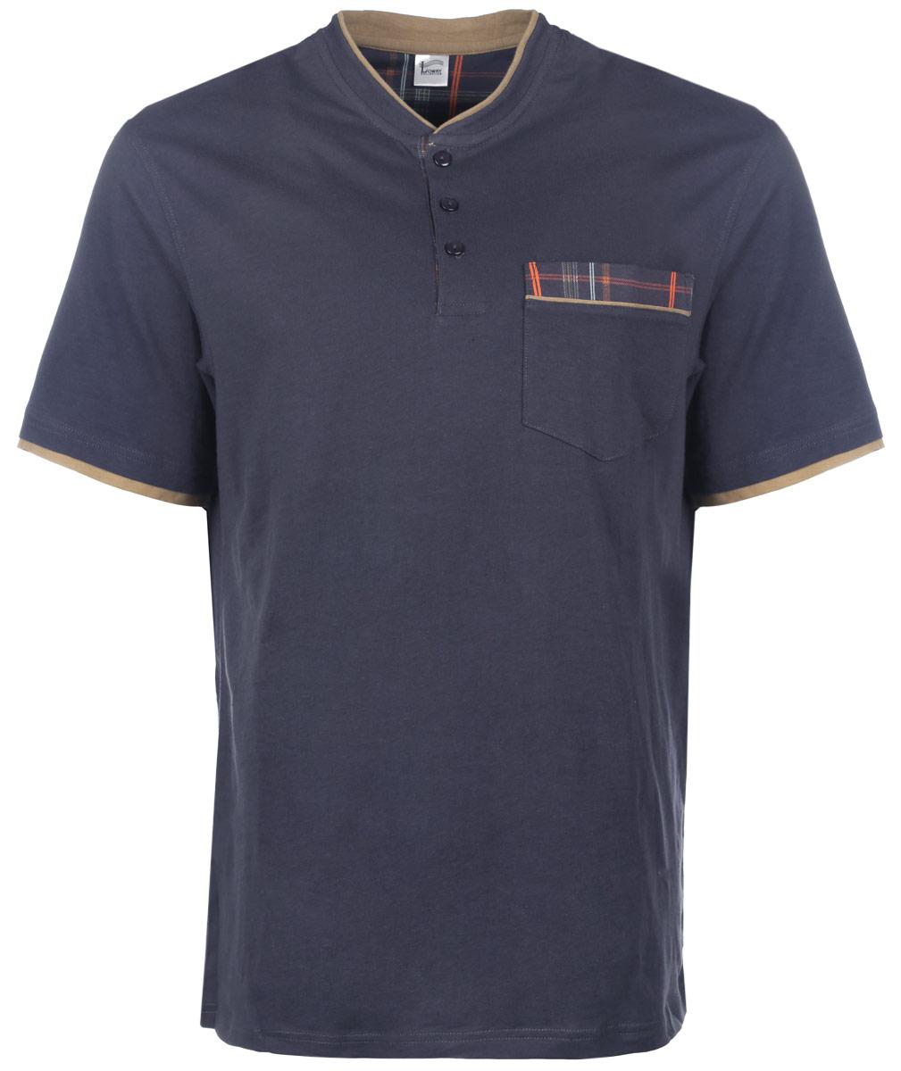 Футболка мужская Lowry, цвет: темно-синий. MF-66. Размер M (46)MF-66Отличная мужская футболка Lowry, выполненная из натурального хлопка, обладает высокой теплопроводностью, воздухопроницаемостью и гигроскопичностью, позволяет коже дышать. Модель прямого покроя с воротником-стойкой и короткими рукавами. Спереди футболка дополнена застежкой на три пуговицы. Горловина и низ рукавов дополнены контрастными вставками. Спереди изделие дополнено небольшим накладным карманом. Такая футболка подарит вам комфорт в течение всего дня.