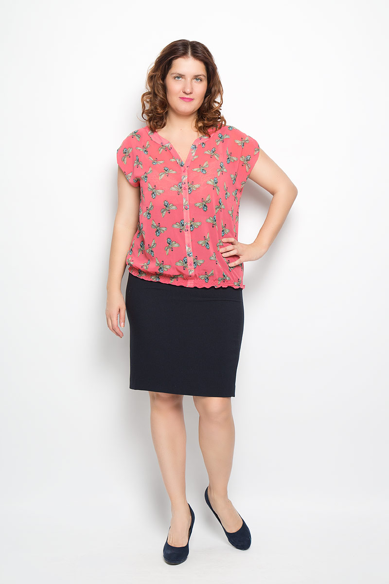 Блузка женская Milana Style, цвет: коралловый, голубой, желтый. 1476-221м. Размер 501476-221мКрасивая блузка Milana Style, изготовленная из полупрозрачной легкой ткани, подчеркнет ваш уникальный стиль. Изделие тактильно приятное, не сковывает движения и хорошо вентилируется. Блузка с фигурным вырезом горловины и короткими рукавами дополнена декоративной планкой с пуговицами по всей длине. Рукава сверху собраны при помощи хлястиков с пуговицами. Низ изделия присборен на тонкие эластичные резинки, образующие мелкие складки. Модель оформлена оригинальным принтом. Такая блузка будет дарить вам комфорт в течение всего дня и послужит замечательным дополнением к гардеробу.