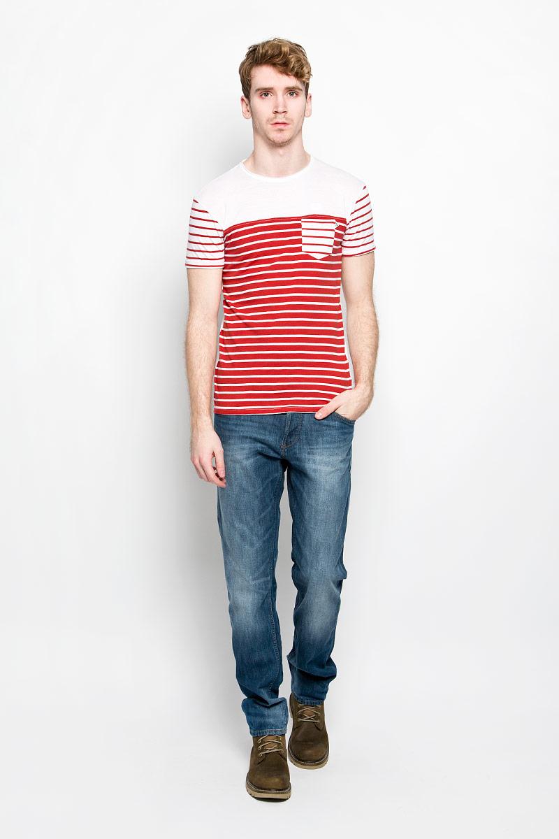 Футболка мужская MeZaGuZ, цвет: красный, белый. Tatchy. Размер S (46)Tatchy_Flame Red/WhiteМужская футболка MeZaGuZ, выполненная из натурального хлопка, станет ярким дополнением к вашему гардеробу. Материал изделия мягкий и приятный на ощупь, не сковывает движения и позволяет коже дышать.Футболка с круглым вырезом горловины и короткими рукавами оформлена принтом в полоску. Вырез горловины дополнен многослойной окантовкой с необработанными краями. На рукавах предусмотрены декоративные отвороты. На груди расположен накладной карман. Изделие украшено вышитой надписью с фирменным логотипом. Такая модель отлично подойдет для повседневной носки и подарит вам комфорт в течение всего дня!