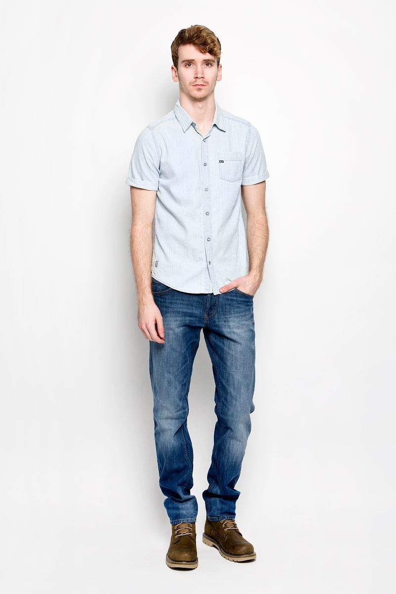 Рубашка мужская MeZaGuZ, цвет: светло-голубой. Chriss. Размер L (50)Chriss_BleachМужская джинсовая рубашка MeZaGuZ, изготовленная из натурального хлопка, прекрасно подойдет для повседневной носки. Изделие мягкое и приятное на ощупь, не сковывает движения и хорошо пропускает воздух. Рубашка с отложным воротником и короткими рукавами застегивается на пуговицы по всей длине. Рукава рубашки дополнены декоративными отворотами. На груди расположен накладной карман. Изделие украшено небольшими текстильными нашивками. Такая модель будет дарить вам комфорт в течение всего дня и станет стильным дополнением к вашему гардеробу.