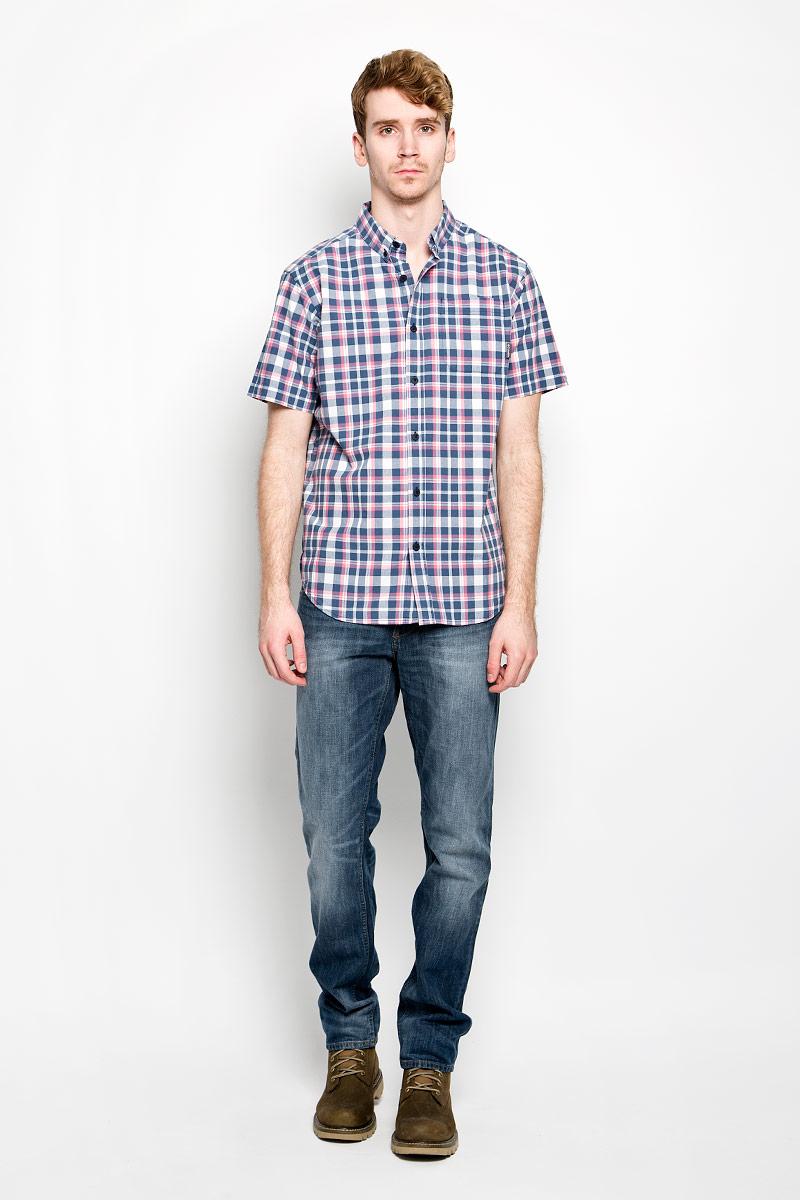 Рубашка мужская F5, цвет: светло-бежевый, красный, темно-синий. 150876/7275. Размер XL (52)150876/7275Мужская рубашка F5, выполненная из натурального хлопка, идеально дополнит ваш образ. Материал мягкий и приятный на ощупь, не сковывает движения и позволяет коже дышать.Рубашка классического кроя с короткими рукавами и отложным воротником застегивается на пуговицы по всей длине. На груди модель дополнена накладным карманом. Низ рубашки имеет округлую форму и дополнен трикотажными вставками. Такая модель будет дарить вам комфорт в течение всего дня и станет стильным дополнением к вашему гардеробу.