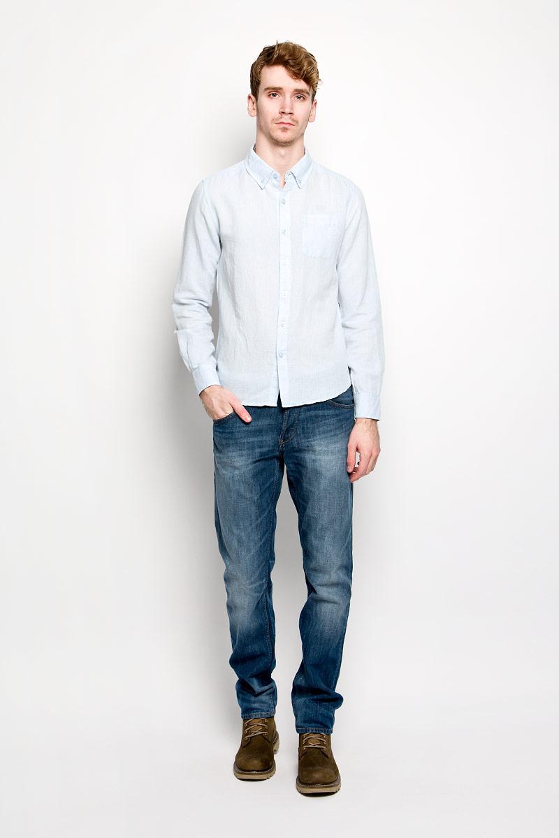 Рубашка мужская MeZaGuZ, цвет: светло-голубой. Dalton. Размер S (46)Dalton_Ice BlueМодная мужская рубашка MeZaGuZ, изготовленная из хлопка и льна, прекрасно подойдет для повседневной носки. Изделие очень мягкое и приятное на ощупь, не сковывает движения и хорошо пропускает воздух. Рубашка с отложным воротником и длинными рукавами застегивается на пуговицы по всей длине. Манжеты на рукавах также имеют застежки-пуговицы. На груди расположен накладной карман. Изделие украшено вышитой надписью с названием бренда. Такая модель будет дарить вам комфорт в течение всего дня и станет стильным дополнением к вашему гардеробу.