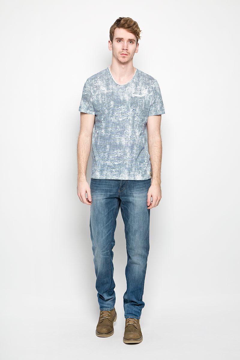 Футболка мужская Tom Tailor, цвет: белый, темно-синий. 1034317.62.10_6845. Размер L (50)1034317.62.10_6845Стильная мужская футболка Tom Tailor выполнена из натурального хлопка. Материал очень мягкий и приятный на ощупь, обладает высокой воздухопроницаемостью и гигроскопичностью, позволяет коже дышать.Модель прямого кроя с круглым вырезом горловины дополнена на груди накладным кармашком. Кармашек оформлен принтом в полоску. Футболка дополнена нашивкой с логотипом фирмы. Такая модель подарит вам комфорт в течение всего дня и послужит замечательным дополнением к вашему гардеробу.