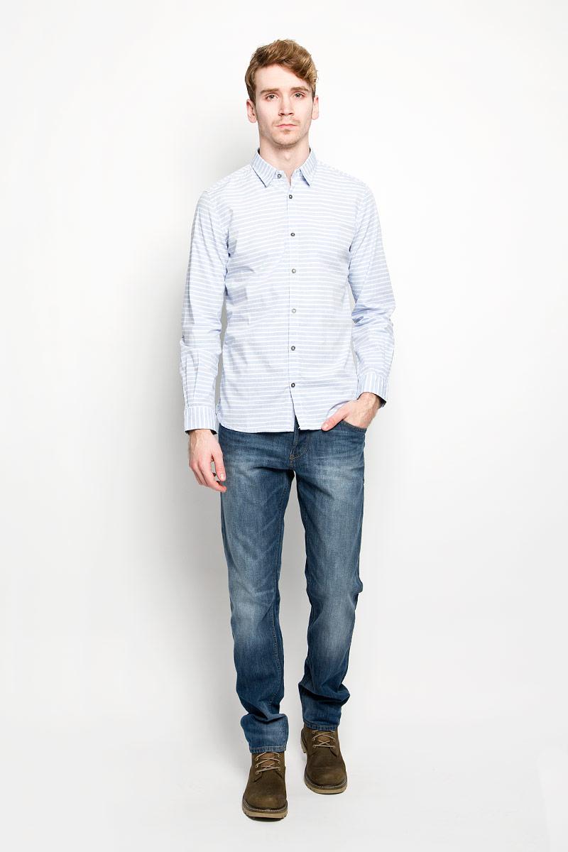 Рубашка мужская Tom Tailor, цвет: светло-голубой. 2031531.00.10_6673. Размер XXL (54)2031531.00.10_6673Мужская рубашка Tom Tailor, выполненная из натурального хлопка, идеально дополнит ваш образ. Материал мягкий и приятный на ощупь, не сковывает движения и позволяет коже дышать.Рубашка классического кроя с длинными рукавами и отложным воротником застегивается на пуговицы по всей длине. Манжеты на рукавах также застегиваются на пуговицы.Такая модель будет дарить вам комфорт в течение всего дня и станет стильным дополнением к вашему гардеробу.