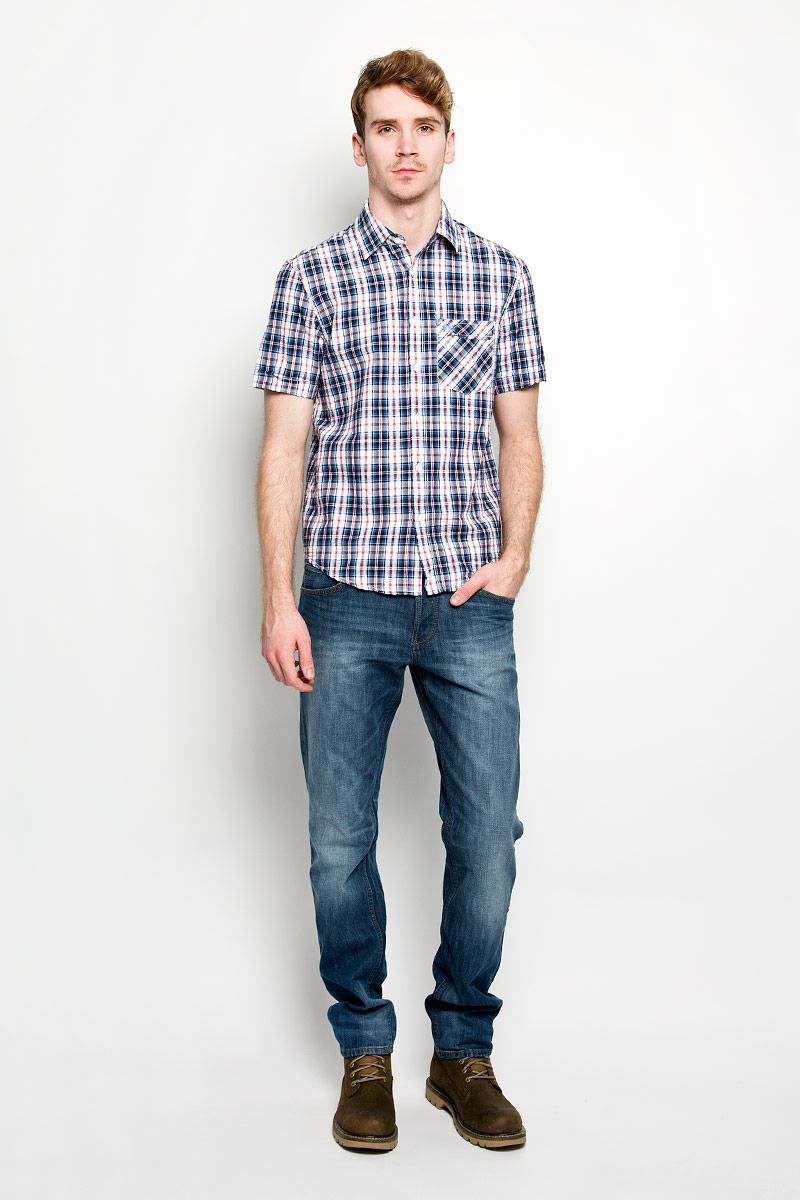 Рубашка мужская F5, цвет: белый, синий, красный. 151481/7151. Размер M (48)151481/7151Мужская рубашка F5, выполненная из натурального хлопка, идеально дополнит ваш образ. Материал мягкий и приятный на ощупь, не сковывает движения и позволяет коже дышать.Рубашка классического кроя с короткими рукавами и отложным воротником застегивается на пуговицы по всей длине. На груди модель дополнена накладным карманом и вышивкой с названием бренда.Такая модель будет дарить вам комфорт в течение всего дня и станет стильным дополнением к вашему гардеробу.