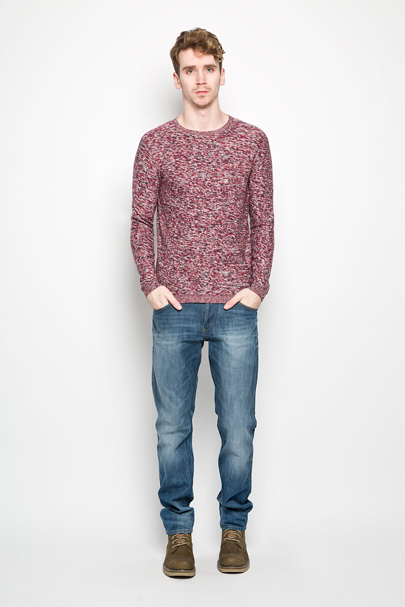 Джемпер мужской Tom Tailor, цвет: красный, белый, темно-синий. 3021077.00.10_4245. Размер L (50)3021077.00.10_4245Теплый мужской джемпер Tom Tailor, выполненный из 100% хлопка, необычайно приятен к телу, не сковывает движения, обеспечивая наибольший комфорт. Модель с круглым вырезом горловины и длинными рукавами идеально гармонирует с любыми предметами одежды. Низ, горловина и манжеты изделия связаны мелкой резинкой, что предотвращает деформацию при носке.Уютный и практичный джемпер станет прекрасным дополнением вашего гардероба.