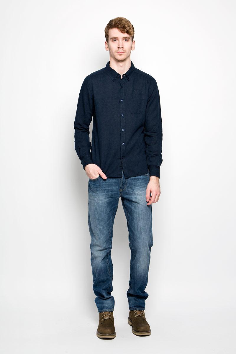 Рубашка мужская MeZaGuZ, цвет: темно-синий. Dalton. Размер S (46)Dalton_Blue NightМодная мужская рубашка MeZaGuZ, изготовленная из хлопка и льна, прекрасно подойдет для повседневной носки. Изделие очень мягкое и приятное на ощупь, не сковывает движения и хорошо пропускает воздух. Рубашка с отложным воротником и длинными рукавами застегивается на пуговицы по всей длине. Манжеты на рукавах также имеют застежки-пуговицы. На груди расположен накладной карман. Изделие украшено вышитой надписью с названием бренда. Такая модель будет дарить вам комфорт в течение всего дня и станет стильным дополнением к вашему гардеробу.