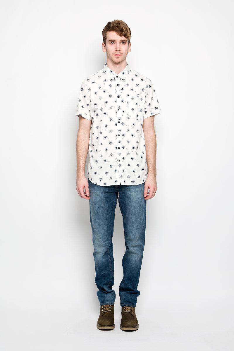 Рубашка мужская Sela, цвет: белый, темно-синий. Hs-212/679-6215. Размер 40 (46)Hs-212/679-6215Мужская рубашка Sela, выполненная из натурального хлопка, идеально дополнит ваш образ. Материал мягкий и приятный на ощупь, не сковывает движения и позволяет коже дышать.Рубашка классического кроя с короткими рукавами и отложным воротником застегивается на пуговицы по всей длине. На груди модель дополнена накладным карманом.Такая модель будет дарить вам комфорт в течение всего дня и станет стильным дополнением к вашему гардеробу.