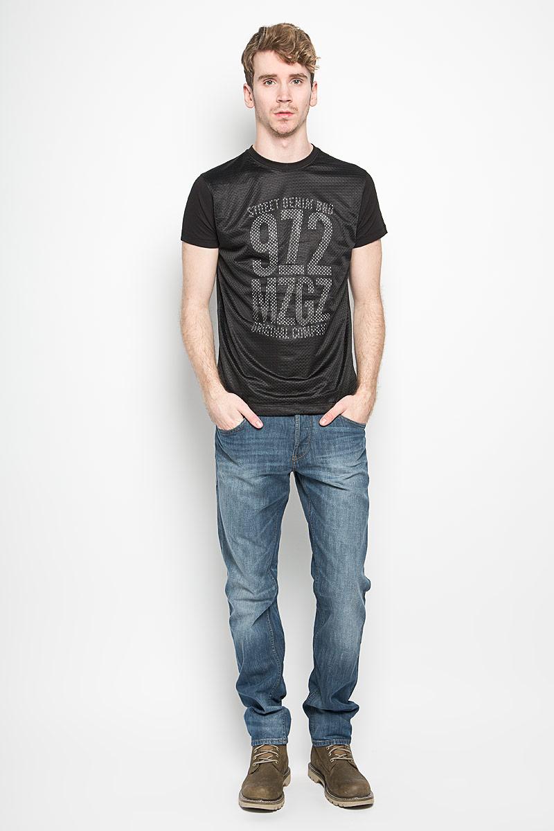 Футболка мужская MeZaGuZ, цвет: черный. Terror. Размер S (46)Terror_BlackМужская футболка MeZaGuZ, выполненная из хлопка и полиэстера, станет стильным дополнением к вашему гардеробу. Материал изделия мягкий и приятный на ощупь, не сковывает движения и позволяет коже дышать.Футболка с круглым вырезом горловины и короткими рукавами дополнена спереди перфорированной вставкой. Вырез горловины оформлен трикотажной резинкой. Изделие украшено принтовой надписью спереди, сзади дополнено изображением контрастной полосы.Такая модель подарит вам комфорт в течение всего дня!