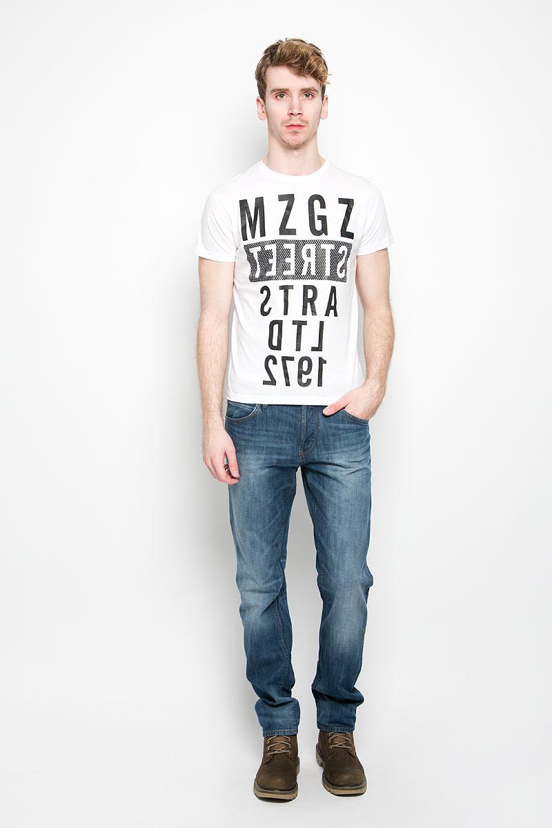Футболка мужская MeZaGuZ, цвет: белый, черный. Theboy/WHITEB. Размер M (48)Theboy/WHITEBСтильная мужская футболка MeZaGuZ выполнена из натурального хлопка. Материал очень мягкий и приятный на ощупь, обладает высокой воздухопроницаемостью и гигроскопичностью, позволяет коже дышать. Модель прямого кроя с круглым вырезом горловины и короткими рукавами. Горловина обработана трикотажной резинкой, которая предотвращает деформацию после стирки и во время носки. Футболка дополнена оригинальным принтом в виде надписей на английском языке.Такая модель подарит вам комфорт в течение всего дня и послужит замечательным дополнением к вашему гардеробу.