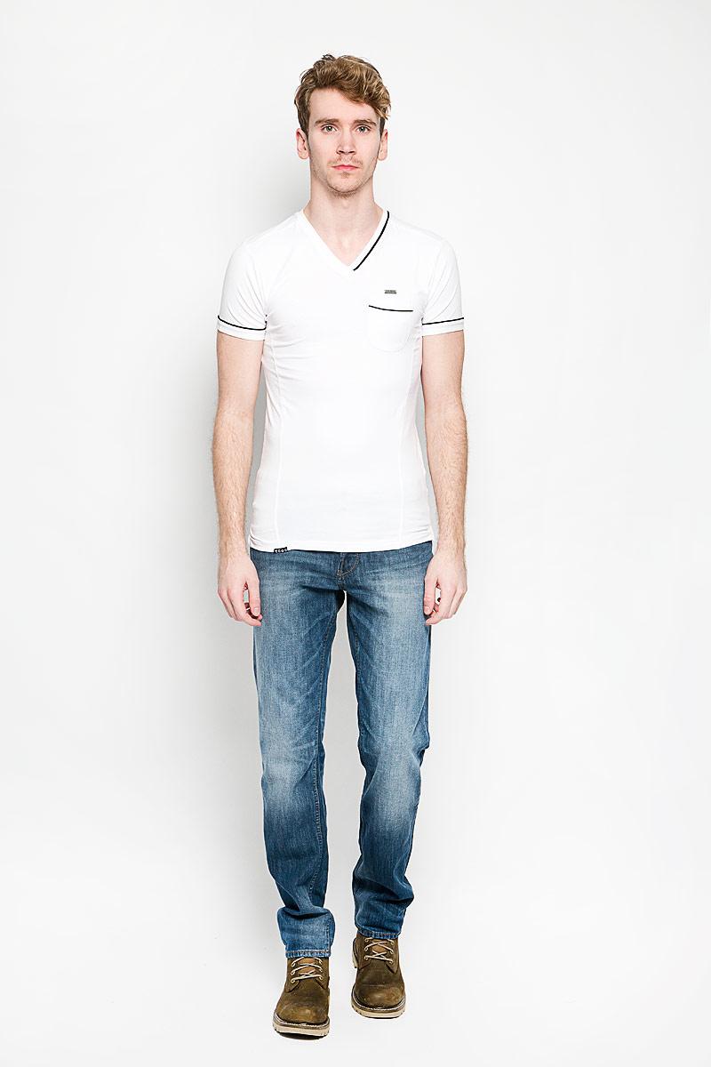 Футболка мужская MeZaGuZ, цвет: белый. Tonga/OPTWHITE. Размер L (50)Tonga/OPTWHITEСтильная мужская футболка MeZaGuZ выполнена из хлопка с добавлением эластана. Материал очень мягкий и приятный на ощупь, обладает высокой воздухопроницаемостью и гигроскопичностью, позволяет коже дышать. Модель прямого кроя с круглым вырезом горловины и короткими рукавами. Футболка дополнена небольшим накладным карманом, металлической нашивкой с названием бренда и контрастным кантом на горловине, рукавах и кармане.Такая модель подарит вам комфорт в течение всего дня и послужит замечательным дополнением к вашему гардеробу.
