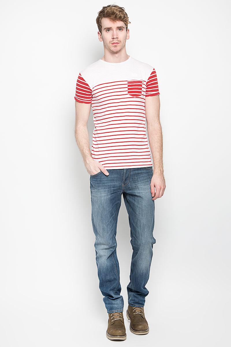 Футболка мужская MeZaGuZ, цвет: белый, красный. Tatchy. Размер L (50)Tatchy_White/Flame RedМужская футболка MeZaGuZ, выполненная из натурального хлопка, станет ярким дополнением к вашему гардеробу. Материал изделия мягкий и приятный на ощупь, не сковывает движения и позволяет коже дышать.Футболка с круглым вырезом горловины и короткими рукавами оформлена принтом в полоску. Вырез горловины дополнен многослойной окантовкой с необработанными краями. На рукавах предусмотрены декоративные отвороты. На груди расположен накладной карман. Изделие украшено вышитой надписью с фирменным логотипом. Такая модель отлично подойдет для повседневной носки и подарит вам комфорт в течение всего дня!