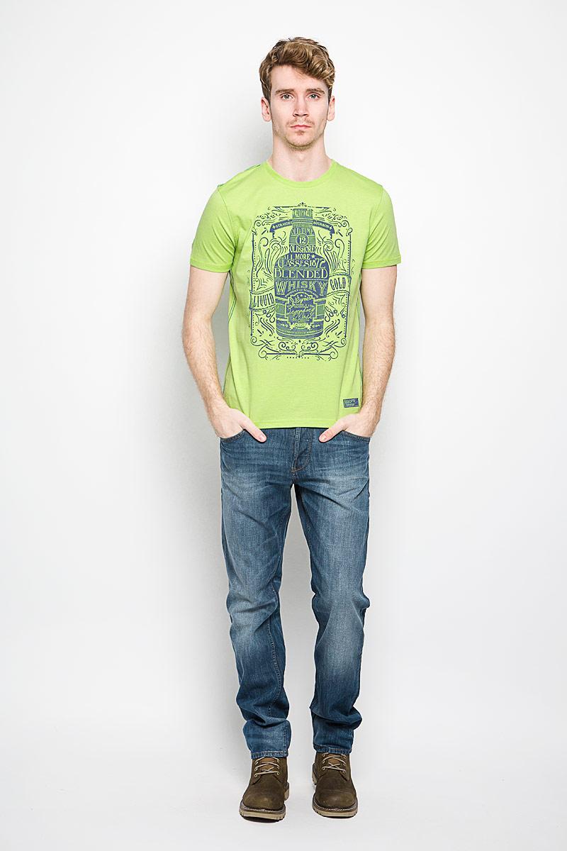 Футболка мужская BeGood The Game, цвет: светло-зеленый, темно-синий. BGUZ-614. Размер 50BGUZ-614Мужская футболка BeGood The Game, выполненная из натурального хлопка, станет замечательным дополнением к вашему гардеробу. Материал изделия легкий, мягкий и приятный на ощупь, не сковывает движения и позволяет коже дышать.Футболка с короткими рукавами имеет круглый вырез горловины, дополненный трикотажной резинкой. Спереди изделие оформлено крупным принтом с надписями. Модель украшена контрастной прострочкой и небольшой текстильной нашивкой. Дизайн и расцветка делают эту футболку стильным предметом мужской одежды, она поможет создать отличный современный образ.