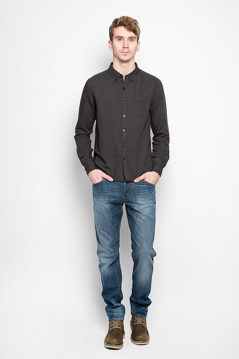Рубашка мужская MeZaGuZ, цвет: графитовый. Dalton. Размер L (50)Dalton_Graphite VersionМодная мужская рубашка MeZaGuZ, изготовленная из хлопка и льна, прекрасно подойдет для повседневной носки. Изделие очень мягкое и приятное на ощупь, не сковывает движения и хорошо пропускает воздух. Рубашка с отложным воротником и длинными рукавами застегивается на пуговицы по всей длине. Манжеты на рукавах также имеют застежки-пуговицы. На груди расположен накладной карман. Изделие украшено вышитой надписью с названием бренда. Такая модель будет дарить вам комфорт в течение всего дня и станет стильным дополнением к вашему гардеробу.