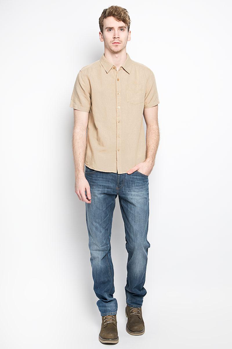 Рубашка мужская MeZaGuZ, цвет: песочный. Cambodge. Размер S (46)Cambodge_SafariМодная мужская рубашка MeZaGuZ, изготовленная из хлопка и льна, прекрасно подойдет для повседневной носки. Изделие очень мягкое и приятное на ощупь, не сковывает движения и хорошо пропускает воздух. Рубашка с отложным воротником и короткими рукавами застегивается на пуговицы по всей длине. На груди расположен накладной карман. Изделие украшено вышитой надписью с названием бренда. Такая модель будет дарить вам комфорт в течение всего дня и станет стильным дополнением к вашему гардеробу.