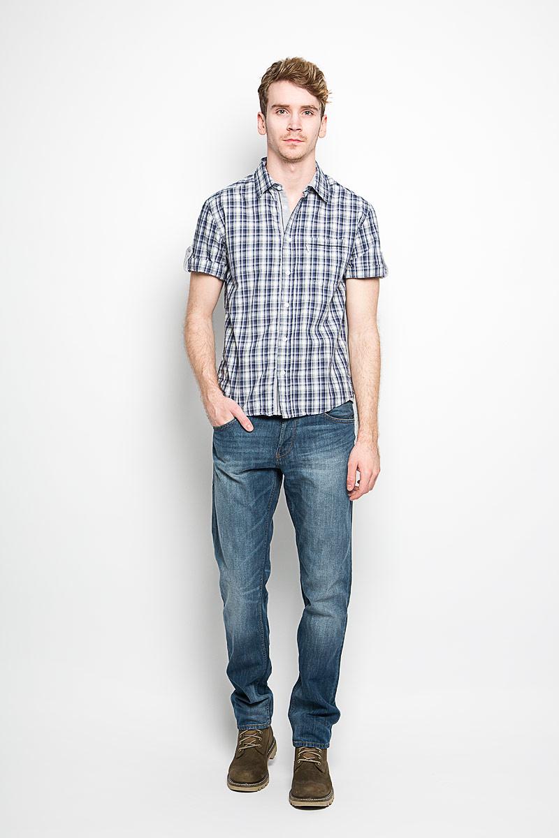 Рубашка мужская F5, цвет: белый, серый, синий. 150879_7275. Размер M (48)150879_7275Мужская рубашка F5, выполненная из натурального хлопка, прекрасно подойдет для повседневной носки. Материал очень легкий, мягкий и приятный на ощупь, не сковывает движения и позволяет коже дышать. Рубашка классического кроя с отложным воротником и короткими рукавами застегивается на пуговицы по всей длине. На груди предусмотрен накладной карман. Такая модель будет дарить вам комфорт в течение всего дня и станет стильным дополнением к вашему гардеробу.