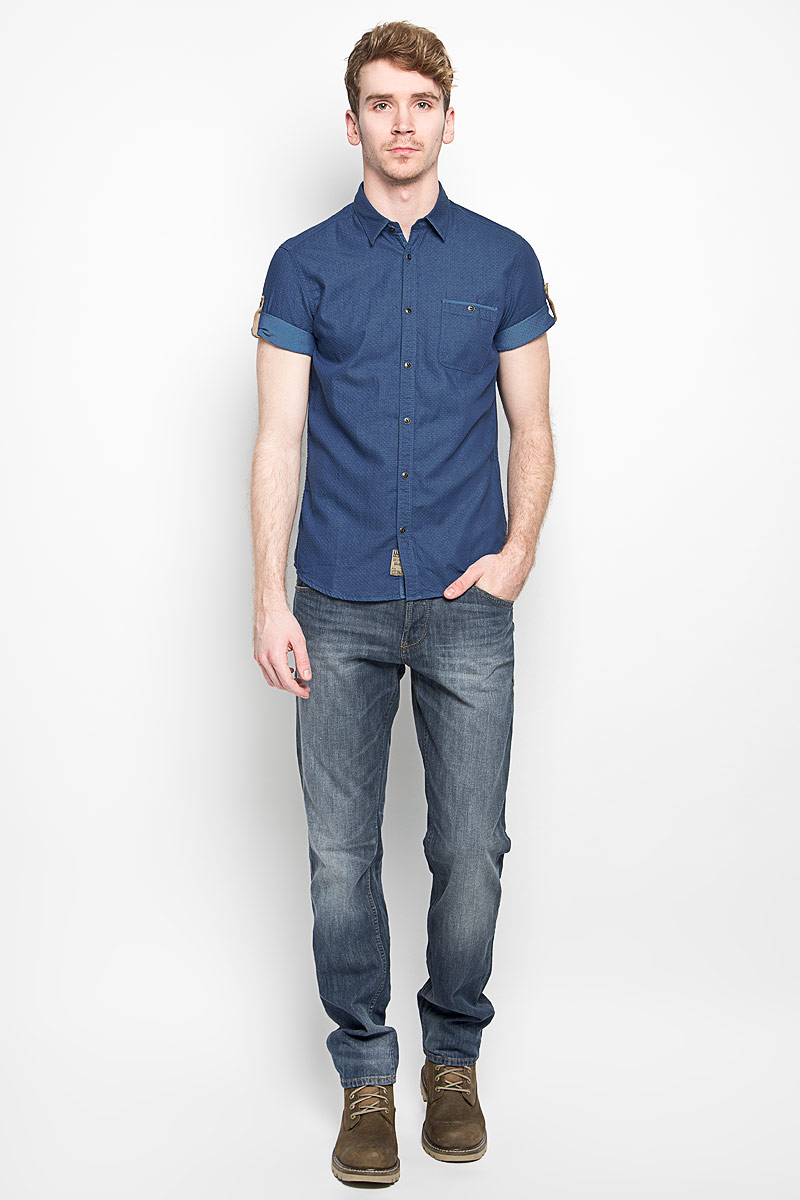 Рубашка мужская Tom Tailor, цвет: синий. 2031550.00.10_6845. Размер XL (52)2031550.00.10_6845Модная мужская рубашка Tom Tailor, изготовленная из натурального хлопка, прекрасно подойдет для повседневной носки. Изделие очень мягкое и приятное на ощупь, не сковывает движения и хорошо пропускает воздух. Рубашка с отложным воротником и короткими рукавами застегивается на пуговицы по всей длине. Рукава рубашки дополнены хлястиками с пуговицами, позволяющими регулировать их длину. На груди расположен накладной карман на пуговице. Изделие украшено небольшой текстильной нашивкой. Такая модель будет дарить вам комфорт в течение всего дня и станет стильным дополнением к вашему гардеробу.