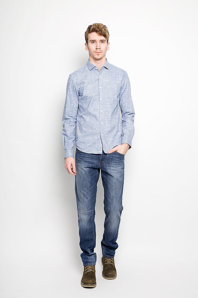 Рубашка мужская Tom Tailor Denim, цвет: голубой. 2031622.00.12_6814. Размер L (50)2031622.00.12_6814Стильная мужская рубашка Tom Tailor Denim, выполненная на 100% хлопка, обладает высокой теплопроводностью, воздухопроницаемостью и гигроскопичностью, позволяет коже дышать, тем самым обеспечивая наибольший комфорт при носке. Модель классического кроя с отложным воротником застегивается на пуговицы. Длинные рукава рубашки дополнены манжетами на пуговицах. Рубашка по всей поверхности оформлена оригинальным принтом.Такая рубашка подчеркнет ваш вкус и поможет создать великолепный стильный образ.