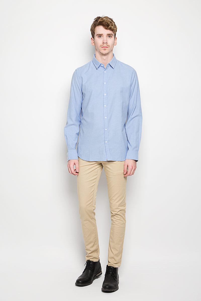 Рубашка мужская Sela, цвет: голубой. H-212/663-6162. Размер 42 (50)H-212/663-6162Стильная мужская рубашка Sela, выполненная на 65% из хлопка и на 35% из полиэстера, обладает высокой теплопроводностью, воздухопроницаемостью и гигроскопичностью, позволяет коже дышать, тем самым обеспечивая наибольший комфорт при носке. Модель классического кроя с отложным воротником застегивается на пуговицы. Длинные рукава рубашки дополнены манжетами на пуговицах.Такая рубашка подчеркнет ваш вкус и поможет создать великолепный стильный образ.