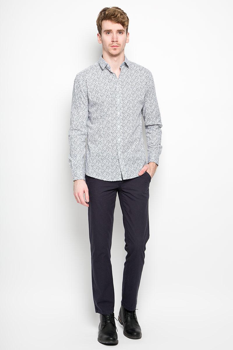 Рубашка мужская Top Secret, цвет: темно-синий, белый. SKL1948GR. Размер 44/45 (52)SKL1948GRСтильная мужская рубашка Top Secret, выполненная из 100% хлопка, обладает высокой теплопроводностью, воздухопроницаемостью и гигроскопичностью, позволяет коже дышать, тем самым обеспечивая наибольший комфорт при носке. Модель классического кроя с отложным воротником застегивается на пуговицы. Длинные рукава рубашки дополнены манжетами на пуговицах. Рубашка оформлена цветочным принтом.Такая рубашка подчеркнет ваш вкус и поможет создать великолепный стильный образ.