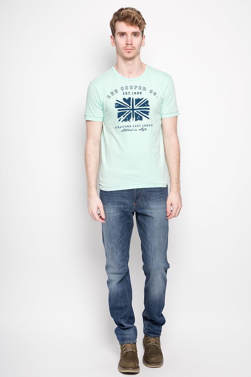 Футболка мужская Lee Cooper, цвет: мятный, темно-синий. M28101-0245. Размер M (46)M28101-0245Стильная мужская футболка Lee Cooper выполнена из натурального хлопка. Материал очень мягкий и приятный на ощупь, обладает высокой воздухопроницаемостью и гигроскопичностью, позволяет коже дышать. Модель прямого кроя с круглым вырезом горловины и короткими рукавами. Футболка дополнена оригинальным рисунком и надписями на английском языке.Такая модель подарит вам комфорт в течение всего дня и послужит замечательным дополнением к вашему гардеробу.