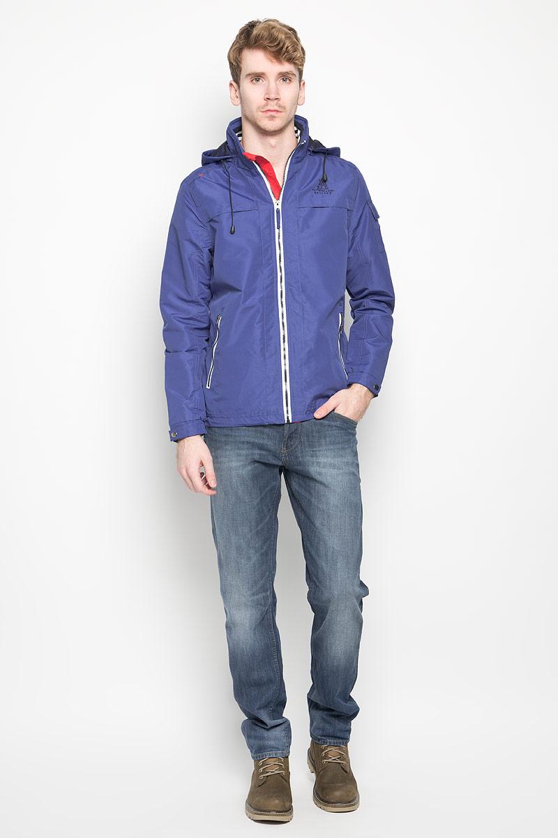 Куртка мужская MeZaGuZ, цвет: сине-фиолетовый. Behaviour/ULTRAMARINE. Размер M (48)Behaviour/ULTRAMARINEСтильная мужская куртка MeZaGuZ выполнена из полиэстера на подкладке из полиэстера. Такая модель рассчитана на прохладную погоду. Куртка поможет вам почувствовать себя максимально комфортно и стильно. Модель с длинными рукавами и воротником-стойкой застегивается на пластиковую застежку-молнию с защитой для подбородка. Куртка дополнена съемным капюшоном с кулиской. Низ рукава оформлен хлястиком на металлической кнопке. Куртка дополнена двумя прорезными карманами на застежке-молнии и потайным кармашком на застежке-молнии, который расположен с внутренней стороны изделия. На левом рукаве небольшой накладной карман, который закрывается клапаном и фиксируется липучкой. Спереди модель оформлена небольшой вышитой принтовой надписью, на левом рукаве небольшая нашивка круглой формы, а на спинке небольшая нашивкой треугольной формы. Модный дизайн и практичность - отличный выбор на каждый день!