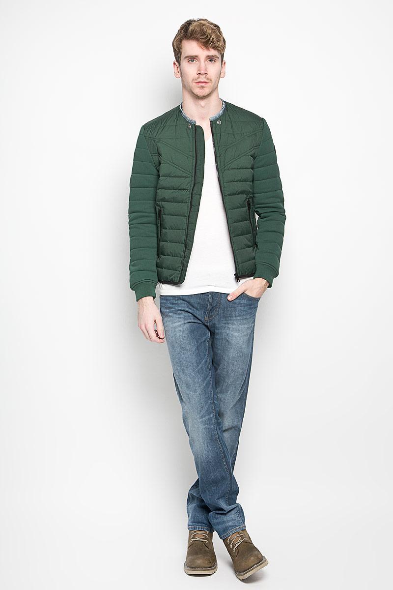 Куртка мужская Diesel, цвет: темно-зеленый. 00SMQA-0LAJU. Размер L (50)00SMQA-0LAJUСтильная мужская куртка Diesel выполнена из нейлона. Рукава выполнены из натурального хлопка. Подкладка выполнена из полиэстера. Такая модель рассчитана на прохладную погоду. Куртка поможет вам почувствовать себя максимально комфортно и стильно. Модель с длинными рукавами и круглым вырезом горловины застегивается на пластиковую застежку-молнию. Вырез горловины оформлен контрастным кантом. Куртка дополнена двумя прорезными карманами на кнопке и потайным кармашком на застежке-молнии, который расположен с внутренней стороны изделия. Модный дизайн и практичность - отличный выбор на каждый день!
