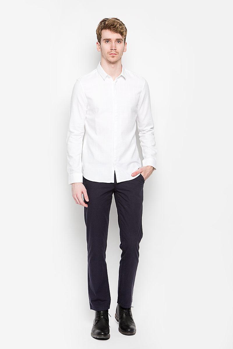 Рубашка мужская Tom Tailor, цвет: белый. 2031348.00.15_2000. Размер M (48)2031348.00.15_2000Стильная мужская рубашка Tom Tailor, выполненная на 100% хлопка, обладает высокой теплопроводностью, воздухопроницаемостью и гигроскопичностью, позволяет коже дышать, тем самым обеспечивая наибольший комфорт при носке. Модель классического кроя с отложным воротником застегивается на пуговицы со скрытой планкой. Длинные рукава рубашки дополнены манжетами на пуговицах. Рубашка оформлена принтом в клетку.Такая рубашка подчеркнет ваш вкус и поможет создать великолепный стильный образ.