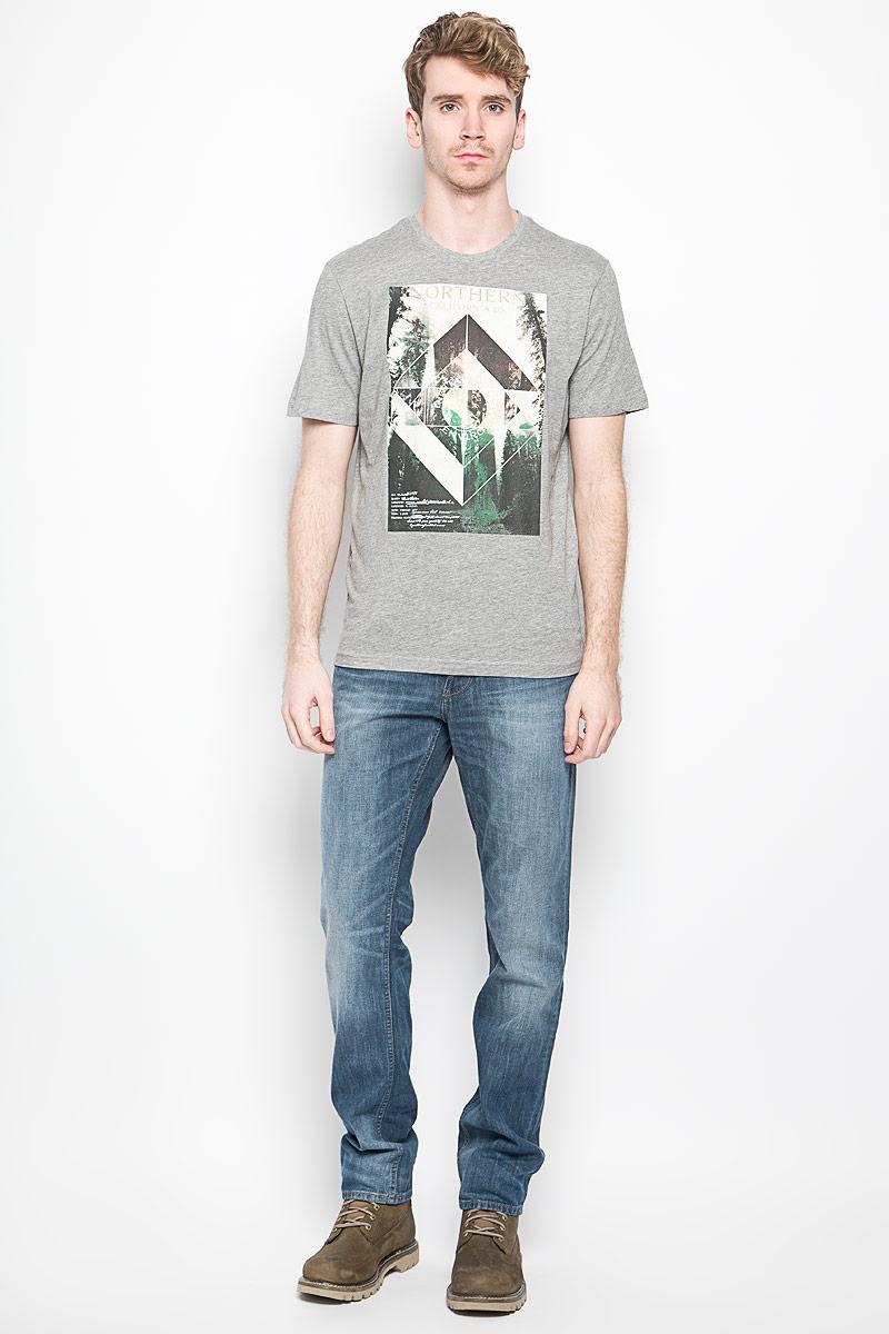 Футболка мужская Tom Tailor, цвет: серый меланж. 1033928.00.10_2505. Размер M (48)1033928.00.10_2505Стильная мужская футболка Tom Tailor выполнена из хлопка с добавлением вискозы. Материал очень мягкий и приятный на ощупь, обладает высокой воздухопроницаемостью и гигроскопичностью, позволяет коже дышать. Модель прямого кроя с круглым вырезом горловины и короткими рукавами. Горловина обработана трикотажной резинкой, которая предотвращает деформацию после стирки и во время носки. Футболка дополнена оригинальным рисунком и надписями на английском языке.Такая модель подарит вам комфорт в течение всего дня и послужит замечательным дополнением к вашему гардеробу.
