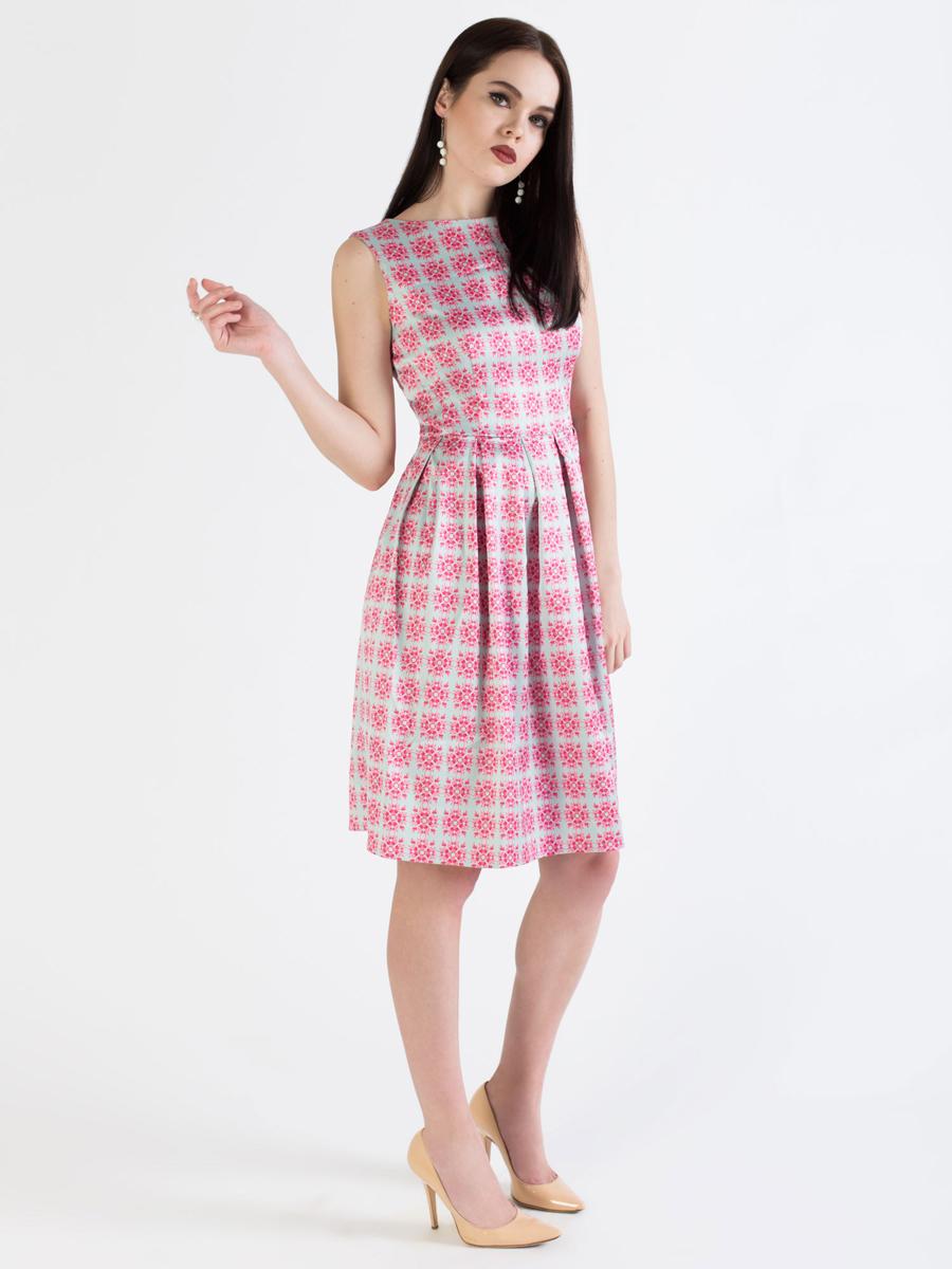 Платье Анна Чапман, цвет: серый, розовый. P01A4-5. Размер 46P01A4-5Элегантное платье Анна Чапман выполнено из высококачественного эластичного эко шелка. Такое платье обеспечит вам комфорт и удобство при носке и непременно вызовет восхищение у окружающих.Приталенная модель без рукавов, с круглым вырезом горловины выгодно подчеркнет все достоинства вашей фигуры. Платье-миди застегивается на застежку-молнию на спинке, юбка дополнена декоративными встречными складками. Спереди платье дополнено двумя втачными карманами. Модель оформлена красочным принтом Гжельская роза со сложным цветочным орнаментом. Изысканное платье-миди создаст обворожительный и неповторимый образ.Это модное и удобное платье станет превосходным дополнением к вашему гардеробу, оно подарит вам удобство и поможет подчеркнуть свой вкус и неповторимый стиль.