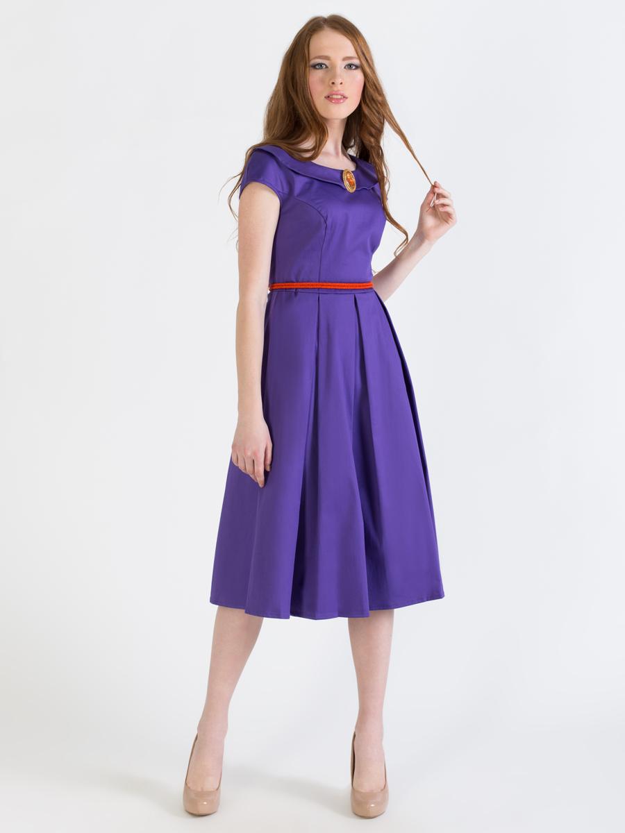 Платье Анна Чапман, цвет: фиолетовый. P42K-V. Размер 48P42K-VЭлегантное однотонное платье Анна Чапман подарит удобство и поможет вам подчеркнуть свой вкус и неповторимый стиль.Платье изготовлено из плотного эластичного хлопка, оно мягкое на ощупь, не раздражает кожу и хорошо вентилируется.Модель с круглым вырезом горловины, дополненным отложным воротником и короткими цельнокроеными рукавами застегивается сбоку на потайную застежку-молнию. Платье идеально сидит, благодаря правильным выточкам и расклешенной юбке, что придает силуэту еще более утонченный вид и подчеркивает талию. В таком наряде вы несомненно окажетесь в центре внимания.