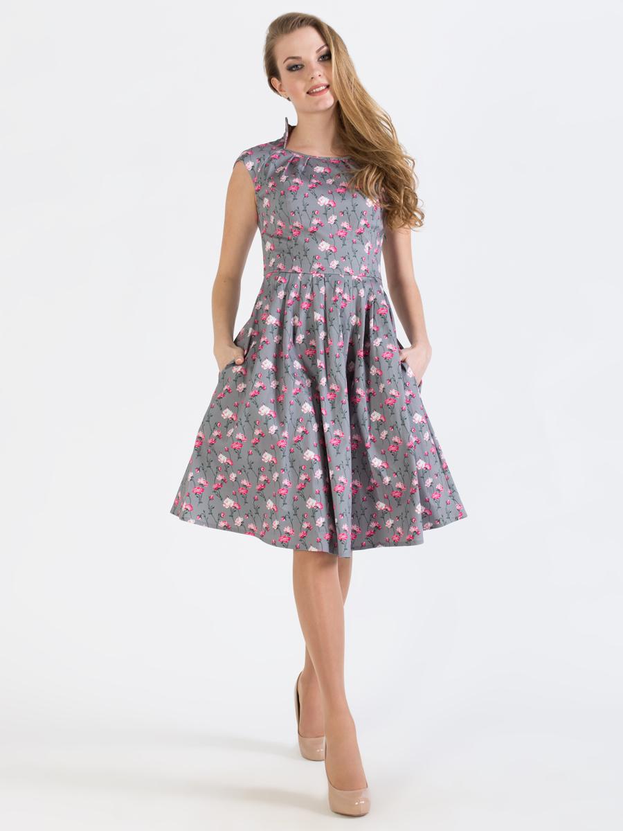 Платье Анна Чапман, цвет: серый, розовый, зеленый. P45K4-22. Размер 44P45K4-22Изящное платье Анна Чапман, выполненное из эластичного хлопка, идеально сидит благодаря правильным выточкам. Оно оформлено принтом розы, который создает нежный и романтический образ.Платье-миди приталенного кроя и короткими рукавами-реглан подойдет как для вечернего выхода, так и на каждый день. Изделие застёгивается сбоку на потайную застежку-молнию. Воротник-стойка сочетается с круглым вырезом горловины. Юбка дополнена складками, что придает силуэту еще более утонченный вид и подчеркивает талию. Предусмотрены врезные карманы по бокам. Платье Анна Чапман станет стильным дополнением к вашему базовому гардеробу. В таком наряде вы, безусловно, привлечете восхищенные взгляды окружающих.