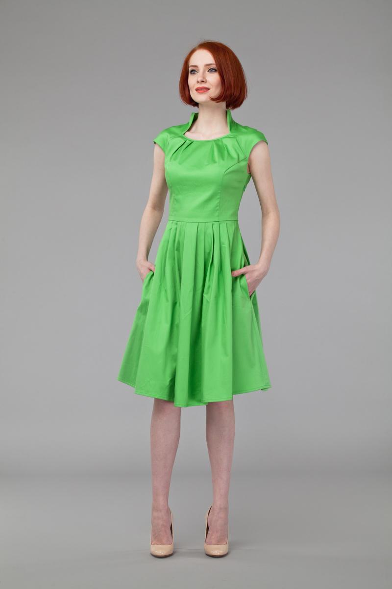 Платье Анна Чапман, цвет: светло-зеленый. P45K4-L. Размер 44P45K4-LИзящное платье Анна Чапман, выполненное из эластичного хлопка, идеально сидит благодаря правильным выточкам.Платье-миди приталенного кроя с короткими рукавами-реглан подойдет как для вечернего выхода, так и на каждый день. Изделие застёгивается сбоку на потайную застежку-молнию. Воротник-стойка сочетается с круглым вырезом горловины. Юбка дополнена складками, что придает силуэту еще более утонченный вид и подчеркивает талию. Предусмотрены врезные карманы по бокам. Платье Анна Чапман станет стильным дополнением к вашему базовому гардеробу. В таком наряде вы, безусловно, привлечете восхищенные взгляды окружающих.