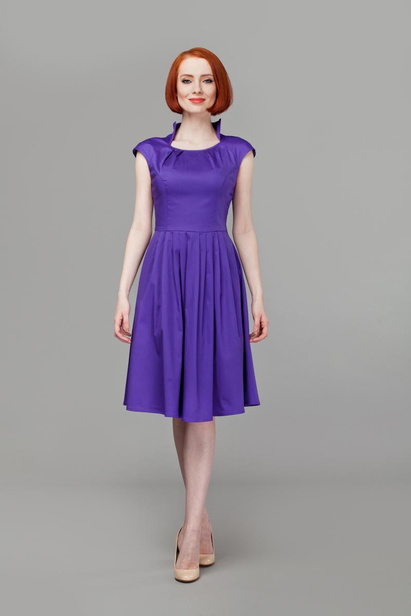 Платье Анна Чапман, цвет: фиолетовый. P45K4-V. Размер 46P45K4-VИзящное платье Анна Чапман, выполненное из эластичного хлопка, идеально сидит благодаря правильным выточкам.Платье-миди приталенного кроя с короткими рукавами-реглан подойдет как для вечернего выхода, так и на каждый день. Изделие застёгивается сбоку на потайную застежку-молнию. Воротник-стойка сочетается с круглым вырезом горловины. Юбка дополнена складками, что придает силуэту еще более утонченный вид и подчеркивает талию. Предусмотрены врезные карманы по бокам. Платье Анна Чапман станет стильным дополнением к вашему базовому гардеробу. В таком наряде вы, безусловно, привлечете восхищенные взгляды окружающих.