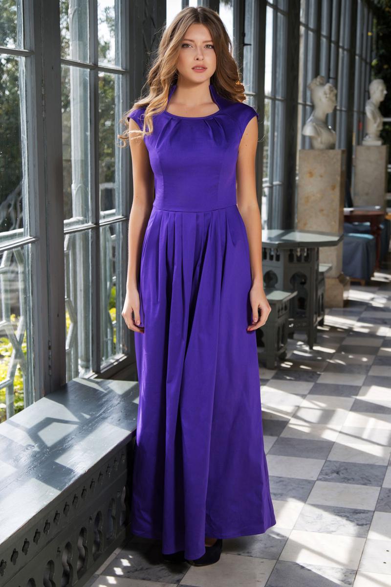 Платье Анна Чапман, цвет: фиолетовый. P45K-V. Размер 46P45K-VИзящное однотонное платье Анна Чапман, выполненное из эластичного хлопка, идеально сидит благодаря правильным выточкам.Платье-макси приталенного кроя с воротником-стойкой, дополненным круглым вырезом горловины и короткими рукавами-реглан подойдет как для вечернего выхода, так и на каждый день. Изделие застёгивается сбоку на потайную застежку-молнию. Юбка дополнена складками, что придает силуэту еще более утонченный вид и подчеркивает талию. Предусмотрены врезные карманы по бокам. Платье Анна Чапман станет стильным дополнением к вашему базовому гардеробу. В таком наряде вы, безусловно, привлечете восхищенные взгляды окружающих.